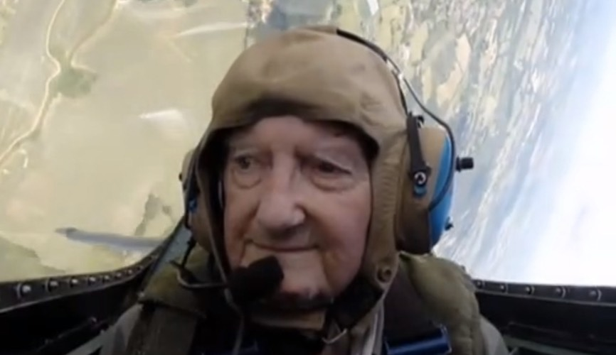 91-year-old WWII pilot proves he's still got it
