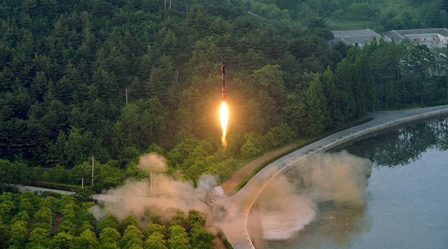 ballistic rocket test launch released by North Korea's Korean Central News Agency (KCNA) May 30, 2017 © Reuters