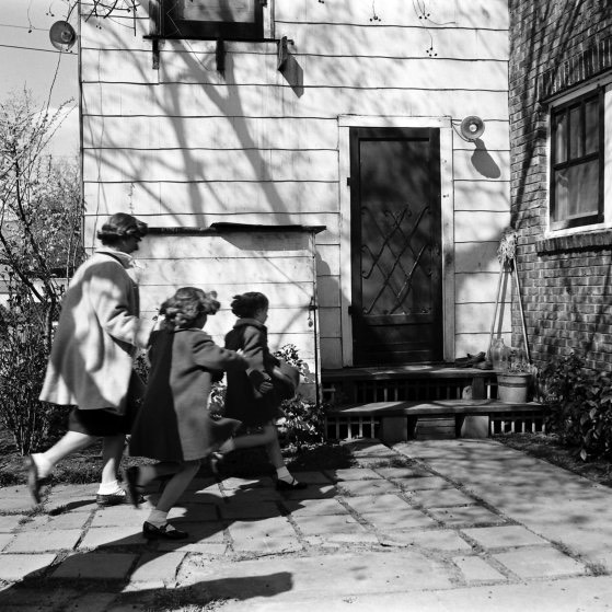 Cathie Bearden rounding up the twins and rushing them into the house during a drill. John Dominis—The LIFE Picture Collection:Getty Images