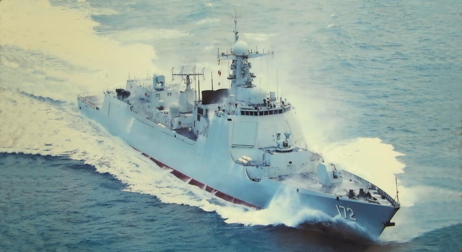 Chinese Type 052D destroyer Kunming at flank speed